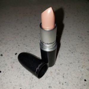 MAC cremesheen lipstick in Creme D' Nude